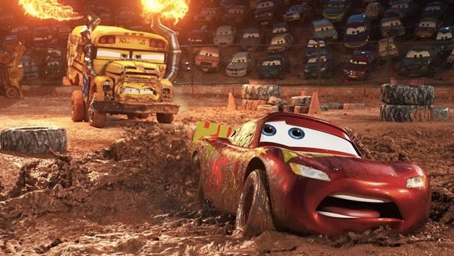 """Trong Cars 3, McQueen sẽ gặp phải một cuộc """"khủng hoảng"""" trầm trọng"""