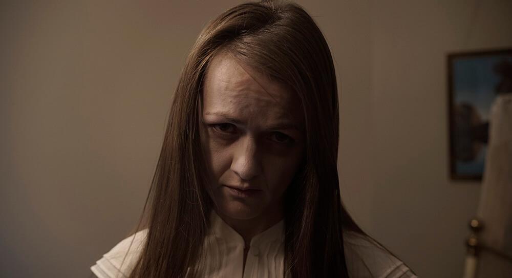 Julia - Selfie Với Thần Chết