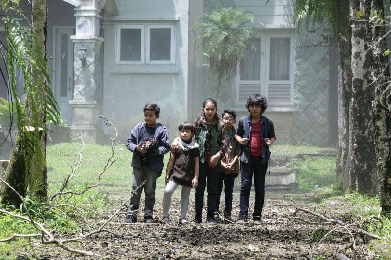 Nhóm nhóc gan dạ trong phim Ma Gương