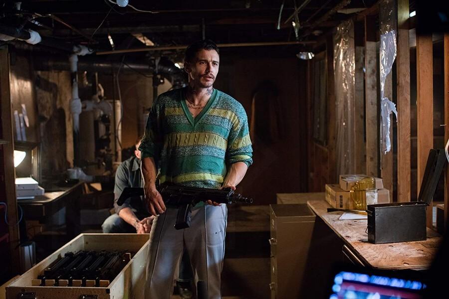 James Franco vào vai Taylor - một gã giang hồ - Kin (Vũ khí bí ẩn)