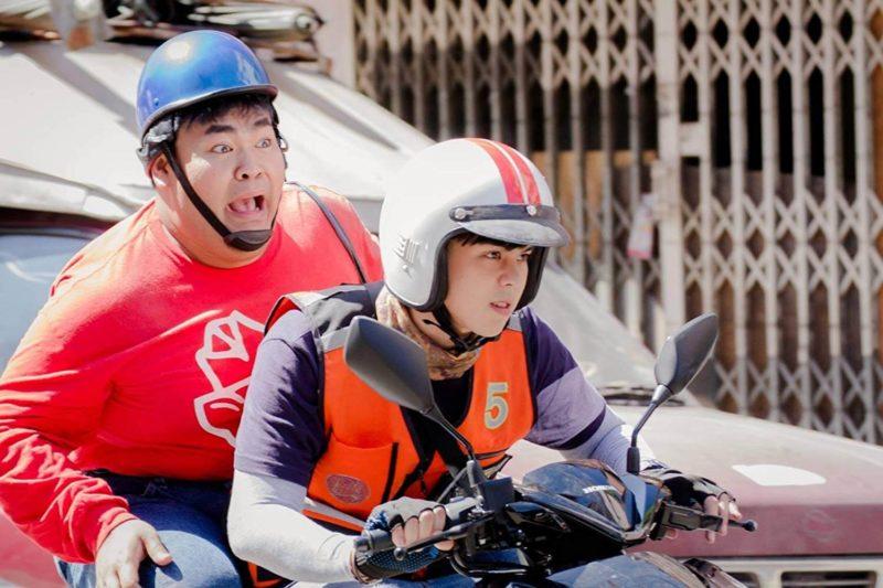 Peach vào vai Sak - một anh chàng lái xe ôm ở Bangkok - Nam Thần Xe Ôm (Bikeman)